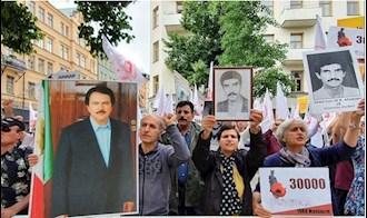 تظاهرات ایرانیان مقابل دادگاه در استکهلم