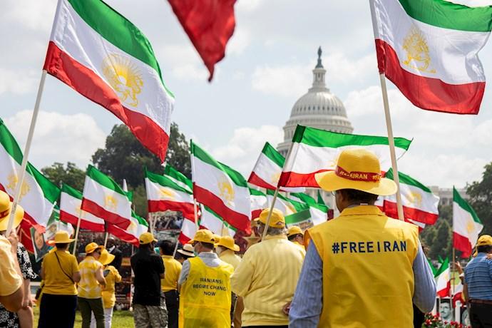 تظاهرات و اکسیون اعتراضی ایرانیان آزاده در واشنگتن - نمایشگاه قتلعام شدگان ۶۷ - 1