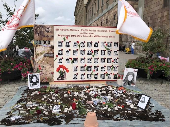 تظاهرات در استکهلم مقابل پارلمان سوئد در گرامیداشت ۳۰ هزار گلسرخ سر بدار - 3