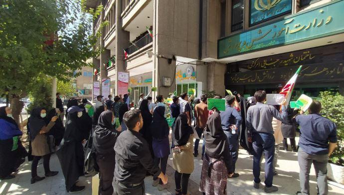 ببست و دومین روز تجمع و تحصن کارنامه سبزها مقابل وزارت آموزش و پرورش