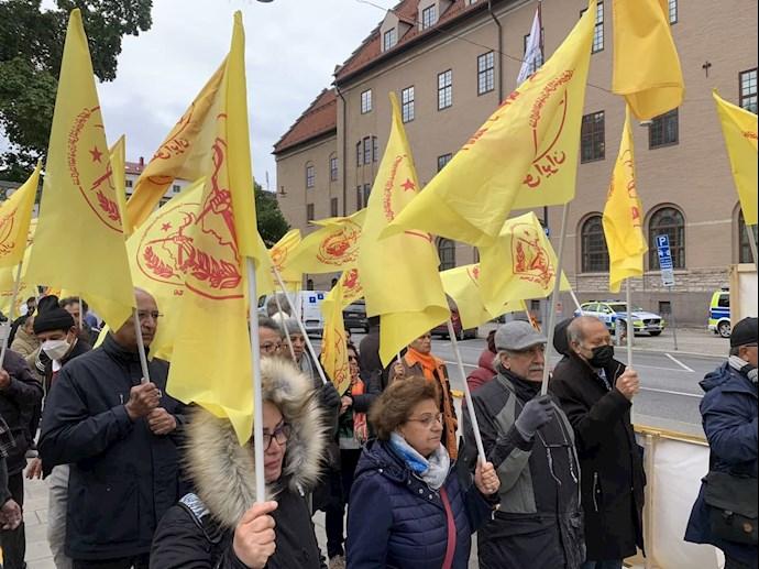 تظاهرات ایرانیان آزاده و هواداران سازمان مجاهدین در استکهلم همزمان با دادگاه دژخیم حمید نوری