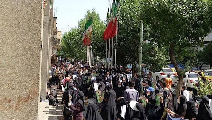 تجمع اعتراضی و تحصن کارنامه سبزهای ۹۹