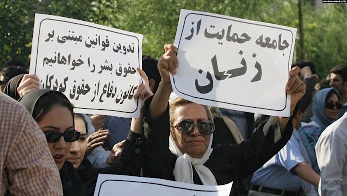 تجمع اعتراضی زنان در ایران. عکس از آرشیو