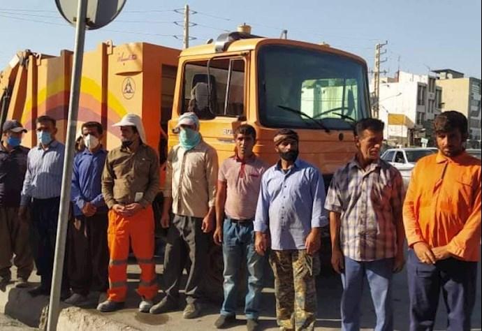 -تجمع اعتراضی کارگران شهرداری دهدشت مقابل فرمانداری