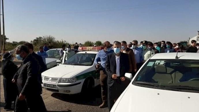 -قزوین - متوقف کردن ماشین استاندار توسط مردم خوزنین