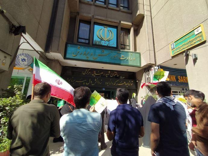 ببست و دومین روز تجمع و تحصن کارنامه سبزها مقابل وزارت آموزش و پرورش - 2