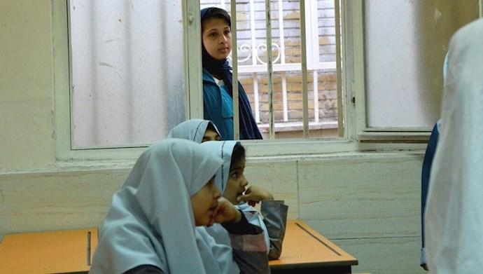تصویری از دانش آموزان در ایران