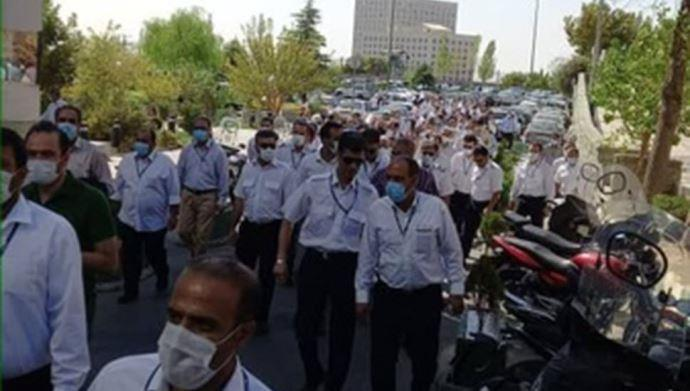 تجمع اعتراضی  کارکنان و بازنشستگان شرکت هواپیمایی «هما»